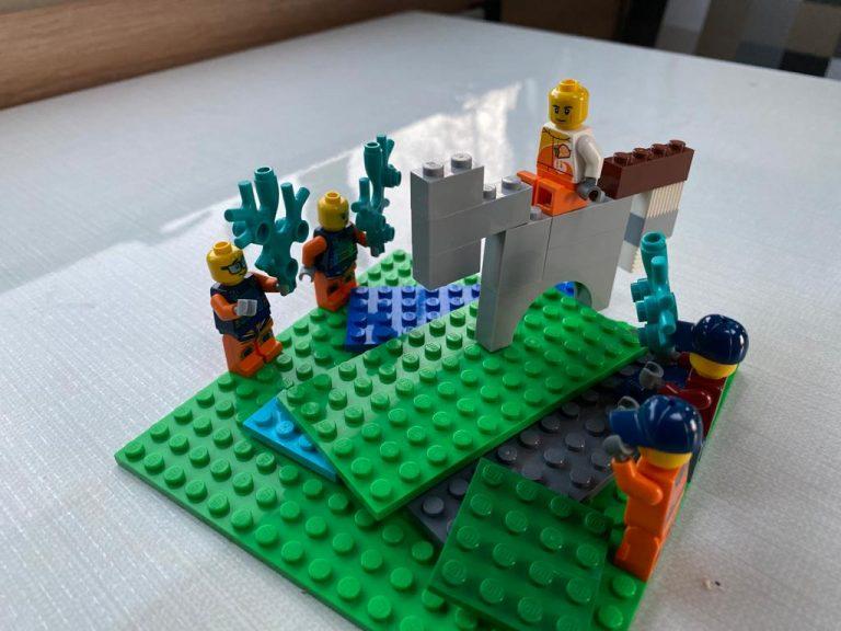 Lego Figuren und Esel